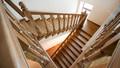 Монтаж деревянных лестниц в домах от ТОО